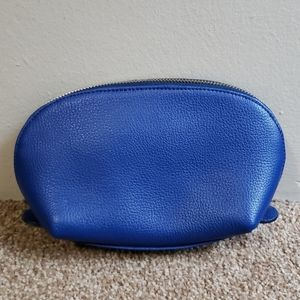 Cuyana Small Sapphire Pebble leather Case Bag